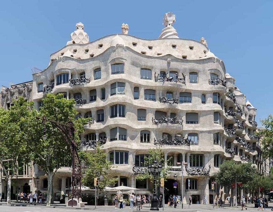 casa milà art nouveau na arquitetura
