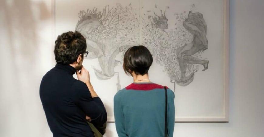 O que é, o que faz e como ser um curador de arte