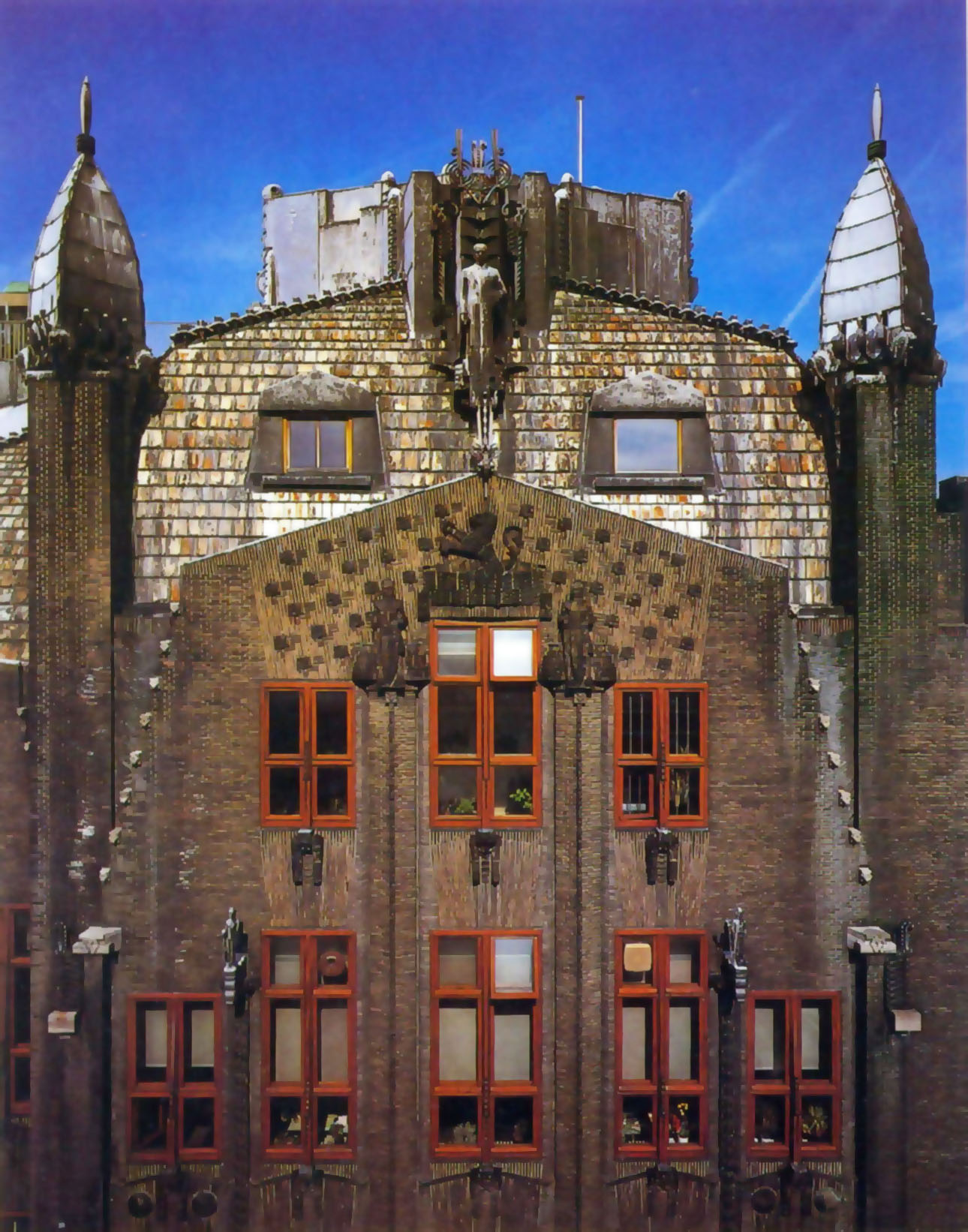 Casa da Navegação - Johan Van der Mey, Piet Kramer, Michel de Klerk